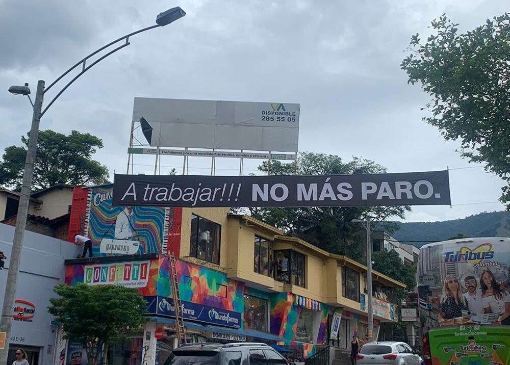 353597_Instalan pasacalles contra el paro en Medellín / Foto: BLU Radio