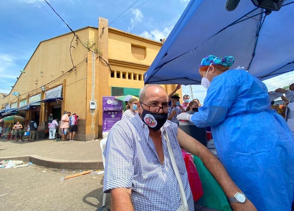 FOTO VACUNACIÓN PLAZA DE MERCADO.jpg
