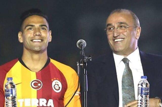 333441_Falcao García y el vicepresidente del Galatasaray