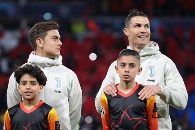 335791_Paulo Dybala junto a Cristiano Ronaldo