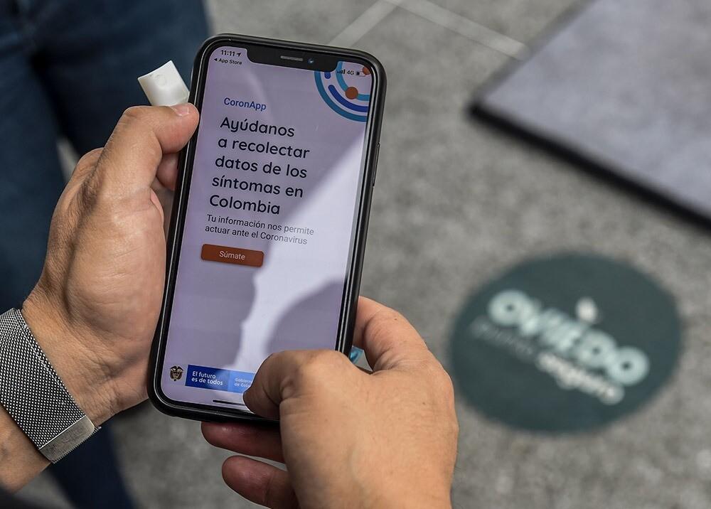 365059_Coronapp para ingresar a centros comerciales en Medellín // Foto: AFP
