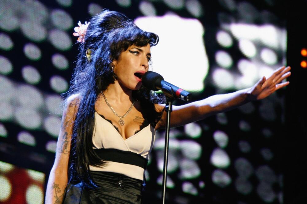 Amy-winehouse-rip-singer.jpg