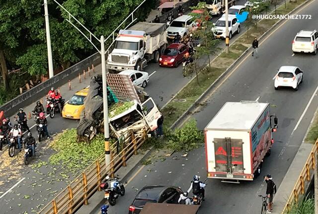 accidente-via-tunel-de-occidente-en-medellin.jpg