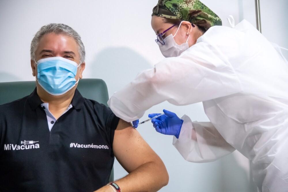 Iván Duque recibe primera dosis de vacuna del coronavirus.jpeg