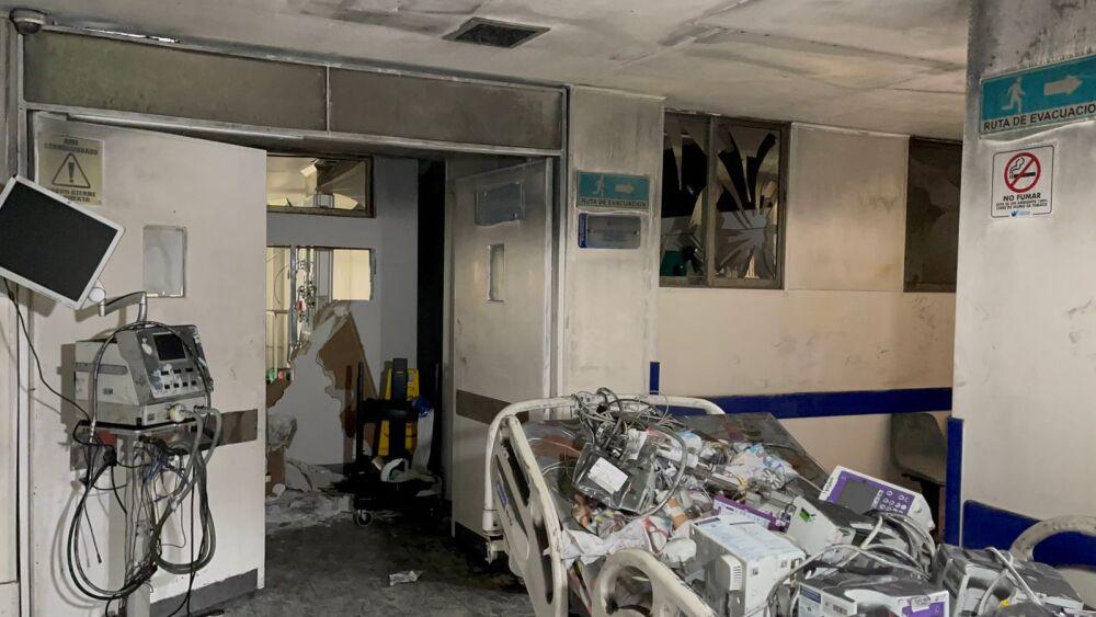camas dañadas en el hospital de villavicencio tras incendio.jpeg