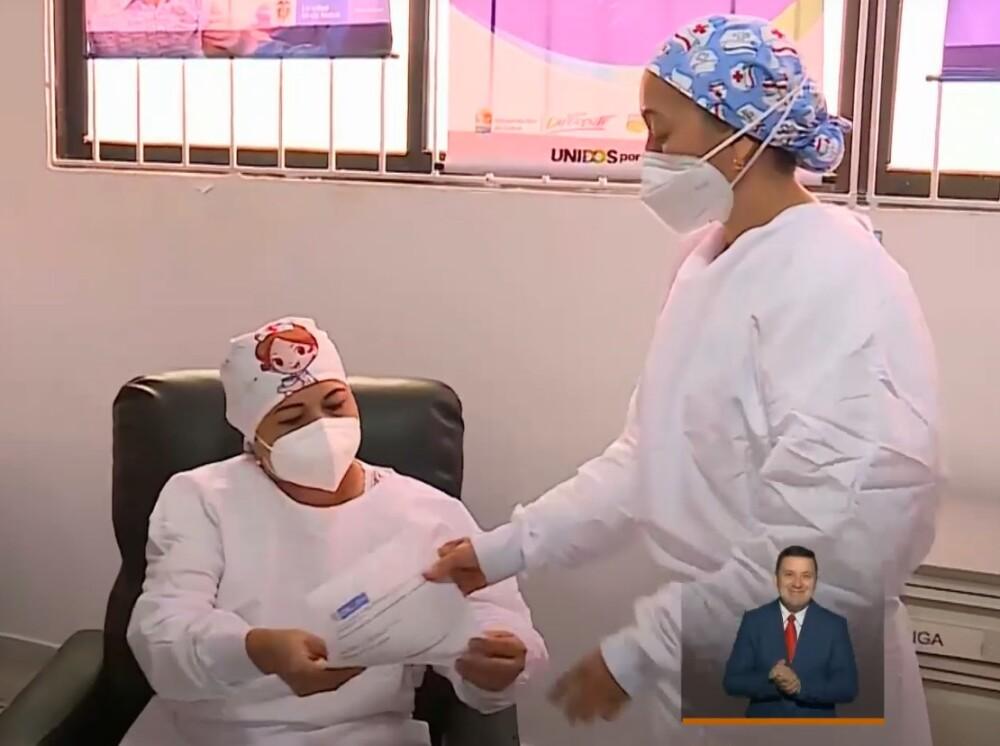 Primera vacunación contra el COVID-19 en Colombia
