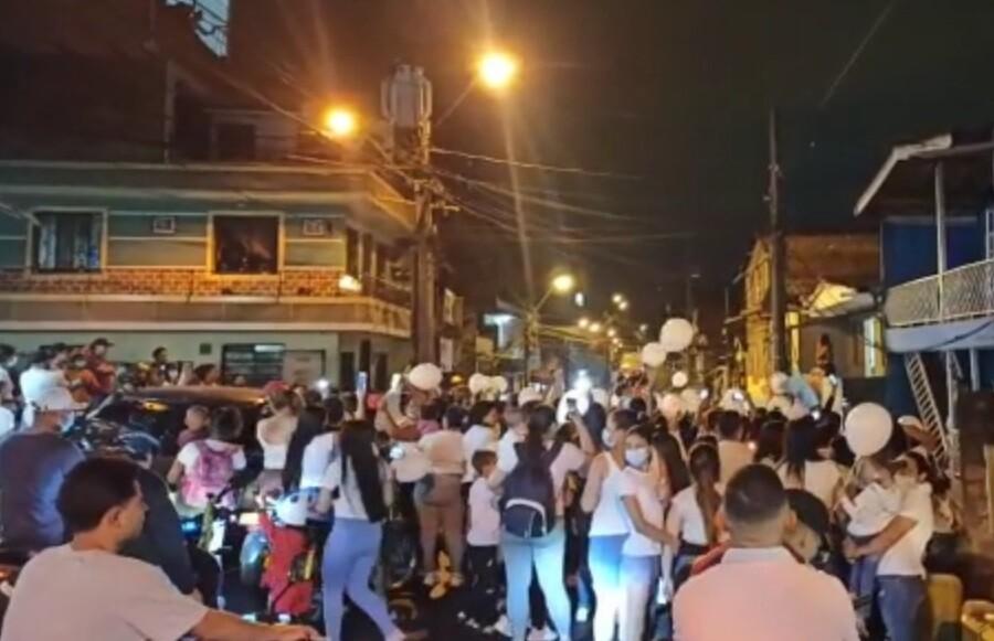 Plantón en Medellín por caso de abuso de menores.jpg