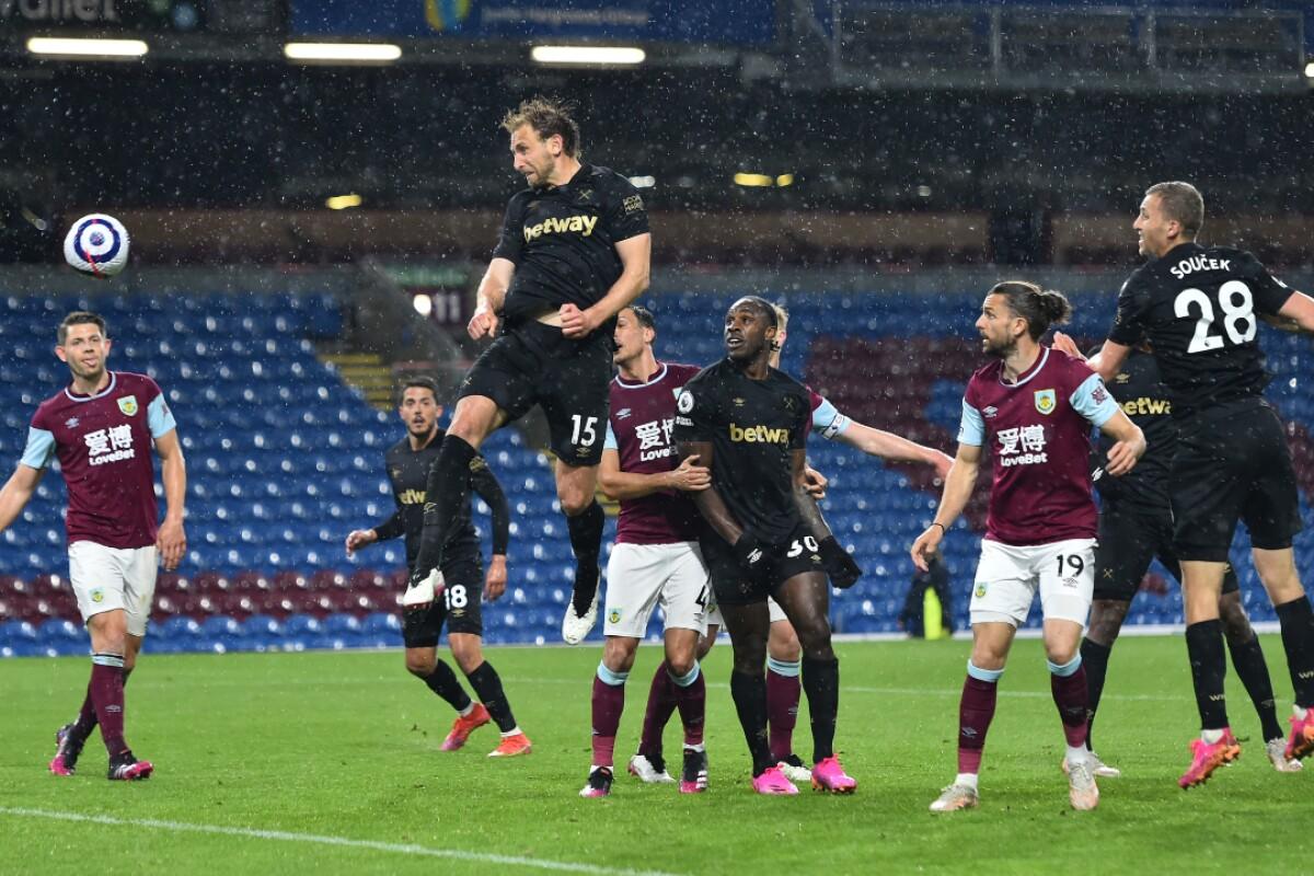 El West Ham derrota al Burnley (1-2) y sigue soñando con clasificarse para la Champions