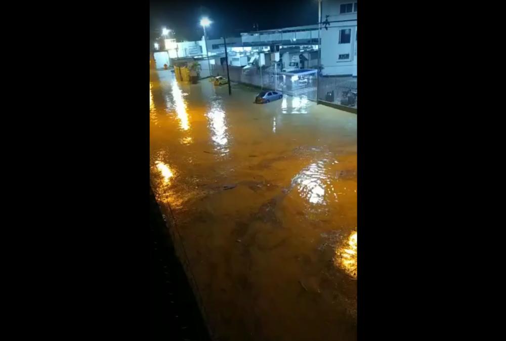 Inundaciones en calles de Medellín, 4 de septiembre.png