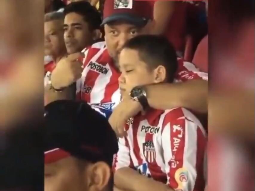 355777_BLU Radio // Hombre narra partido de fútbol a su sobrino ciego // Foto: Cortesía