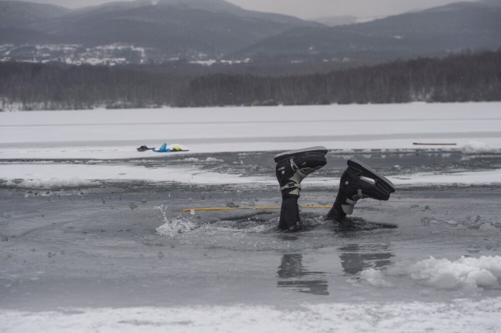 Rescate de niño en lago congelado de Estados Unidos
