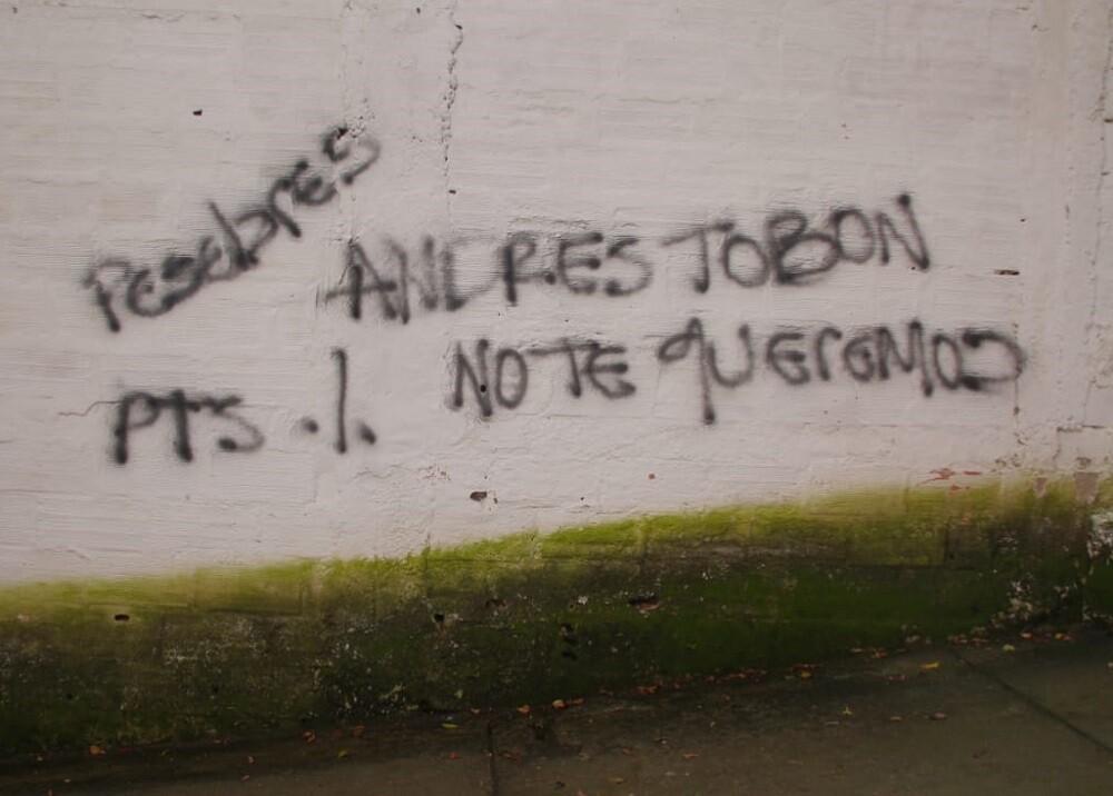 310090_BLU Radio. Grafitis amenazantes en Medellín / Foto: AFP.
