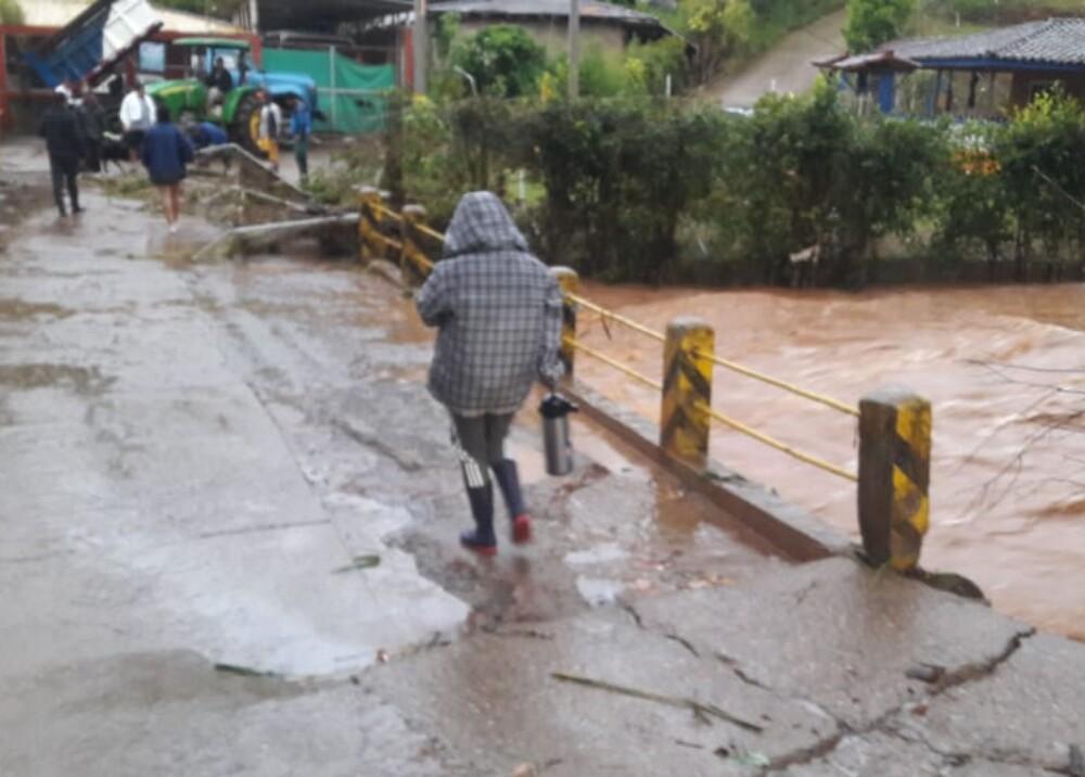 Emergencias por lluvias en La Cumbre, Valle.jpg