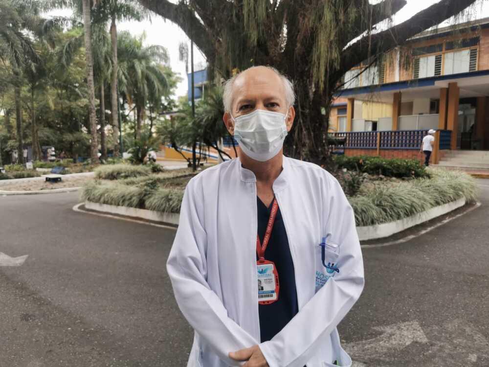 jose felix anaya primer medico vacunado en villavicencio.jpeg