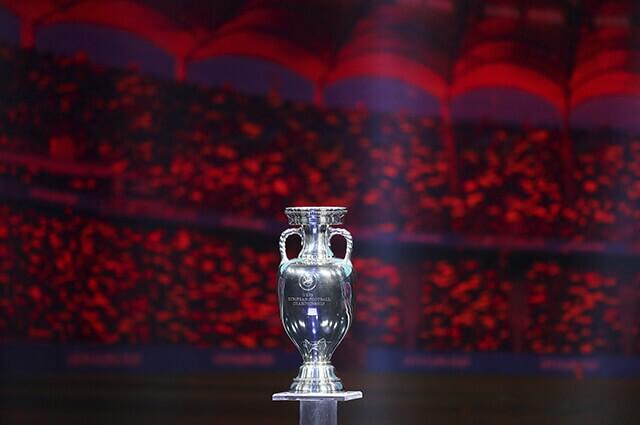 326142_eurocopa_2020_trofeo_301119_catherine_ivill_getty_e.jpg