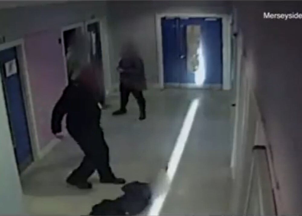 Expolicía arrastró y amenazó con patear a un niño Foto captura de video.jpg