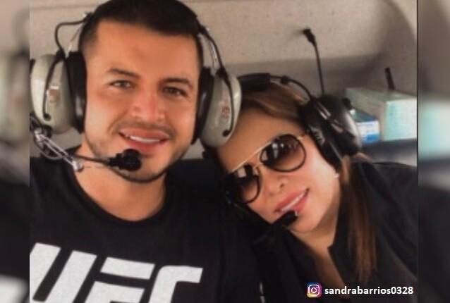 Sandra Barrios y su novio.jpg