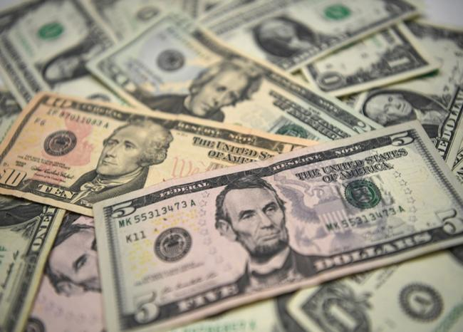 362322_Dólares. Foto: AFP