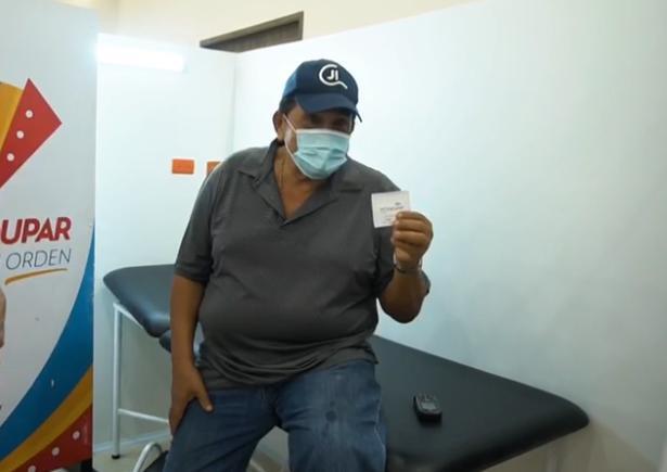 Poncho Zuleta vacunado