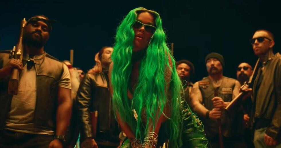 Karol G en el video musical 'SEJODIOTO'