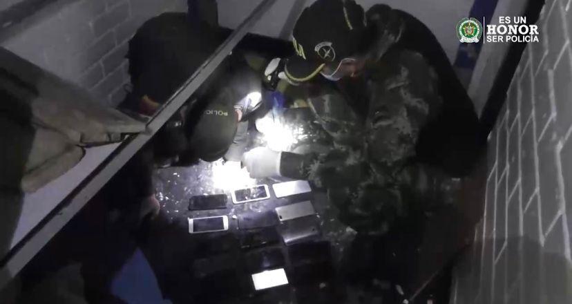 Con 104 celulares extorsionaban desde las celdas de la cárcel La Modelo de Bogotá