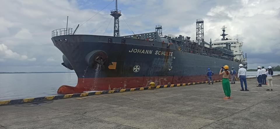 buque que llegó a tumaco nariño con gas natural.jpeg