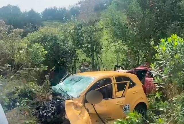 accidente-en-la-via-medellin-aeropuerto-jose-maria-cordova-de-rionegro.jpg