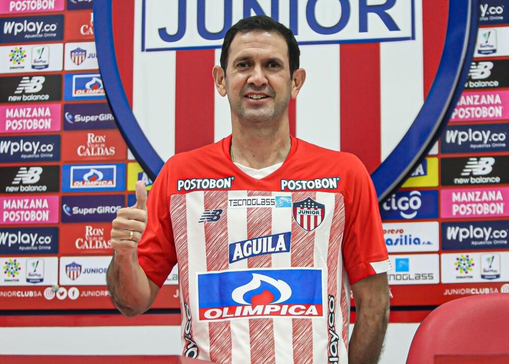 Artuyo Reyes DT Junior Foto JuniorClubSA (1).jpg