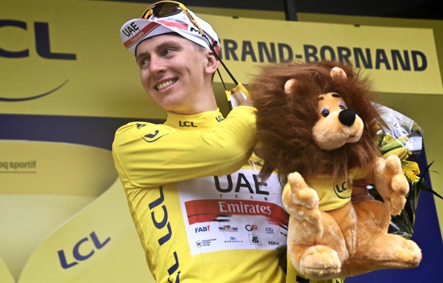Tadej Pogacar es el líder del Tour de Francia 2021.