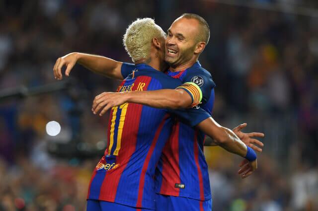 294833_Neymar y Andrés Iniesta