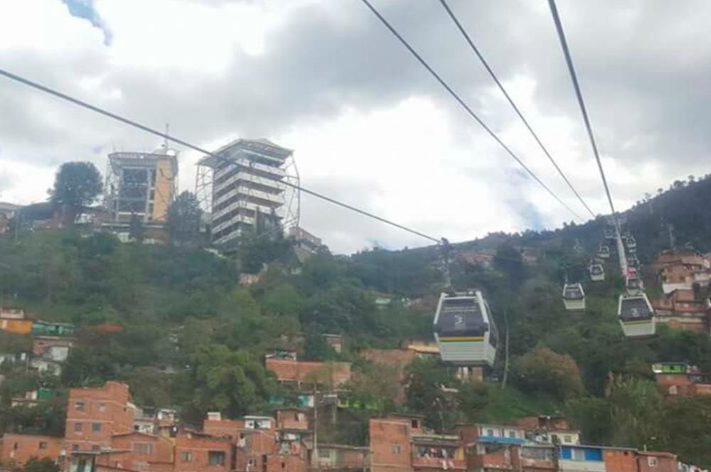 277548_Biblioteca España en el barrio Santo Domingo de Medellín / Foto: Fabio Gómez