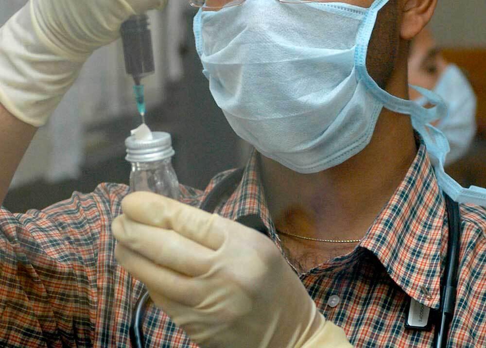 334518_BLU Radio // Prueba de meningitis // Foto: AFP