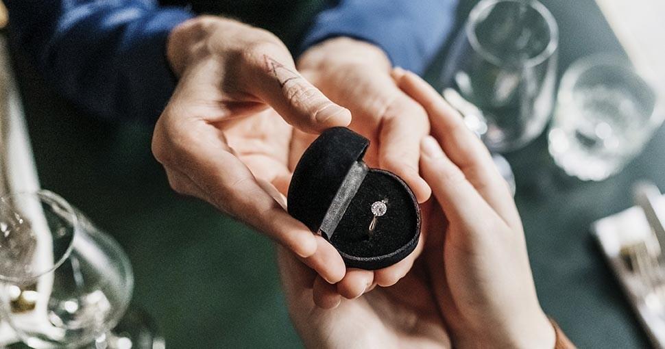 Hombre propone matrimonio estando en llamas.jpg