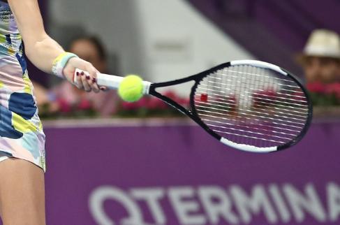 Dos tenistas fueron suspendidas por amañar partidos.