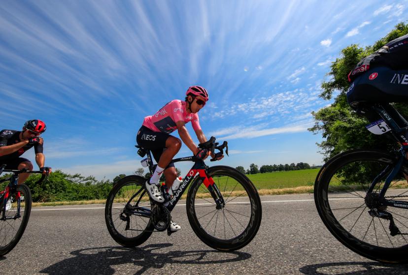 Egan Bernal completó diez días como líder del Giro de Italia.