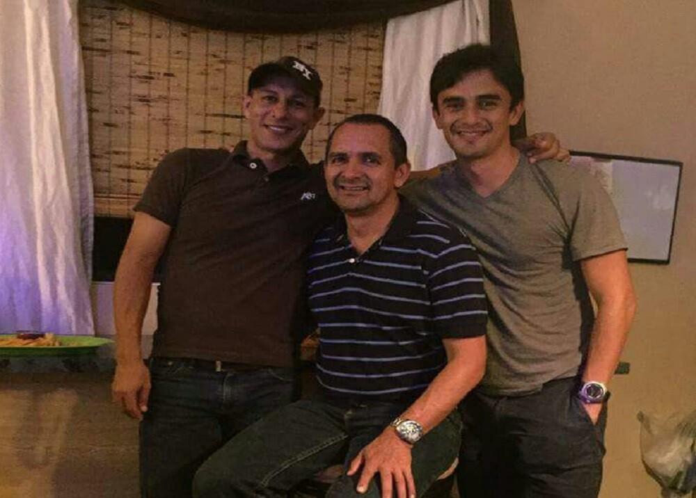 292514_Foto Gelver Espinosa aparece de primero de izquierda a derecha junto a dos amigos-suministrada familiares