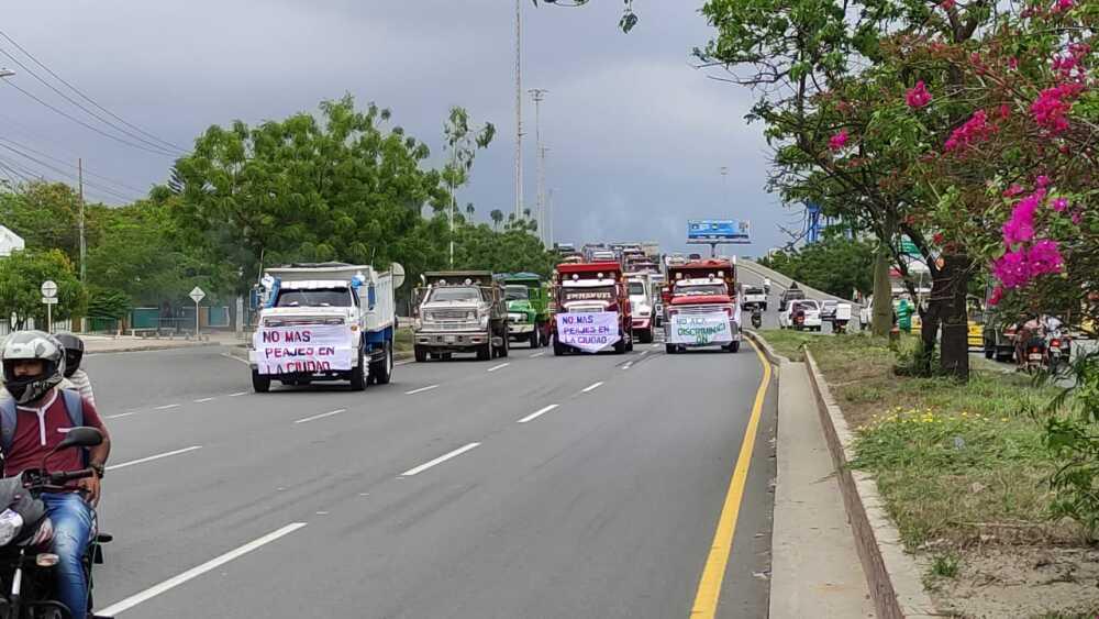 Caravana volquetas Bquilla