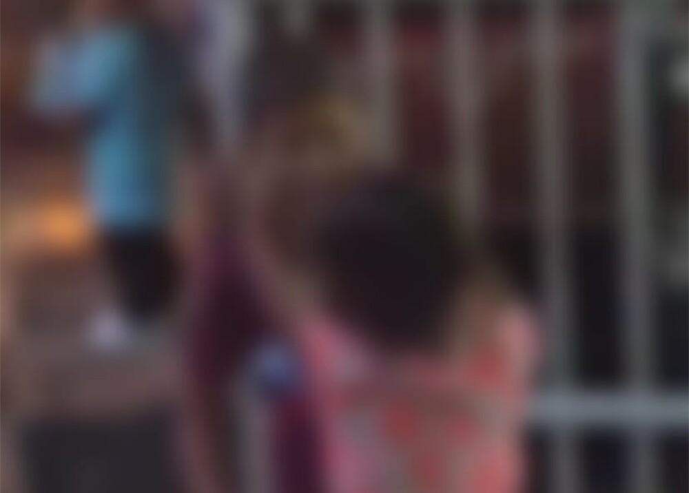 Niños consumiendo bebidas alcohólicas foto captura de video.jpg