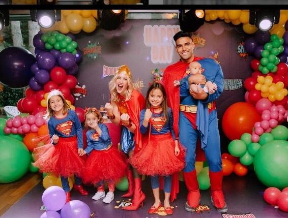 Falcao y su familia Halloween.jpg