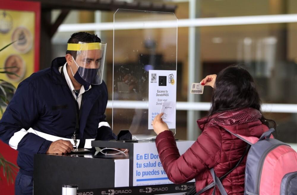 Arribo de pasajeros al aeropuerto El Dorado