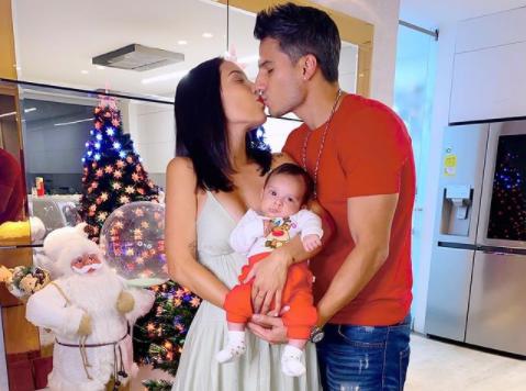 Luisa Fernanda W, Pipe Bueno y su hijo Máximo.PNG