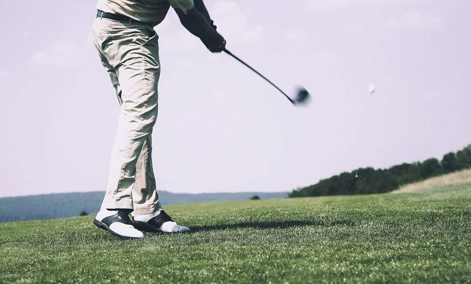pelota de golf fue impactada por un rayo