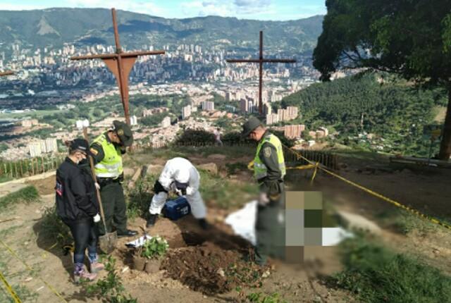 gatos enterrados en el cerro de las tres cruces.jpg