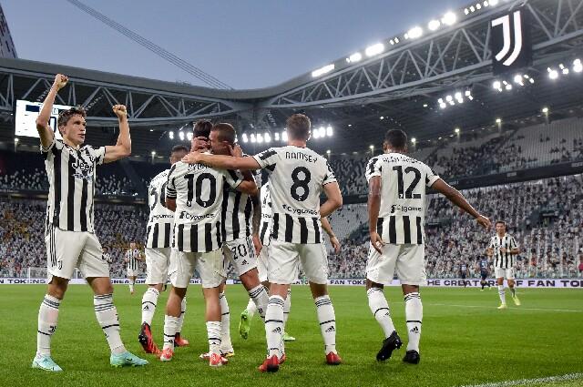 Juventus celebrando un gol, en juego preparatorio