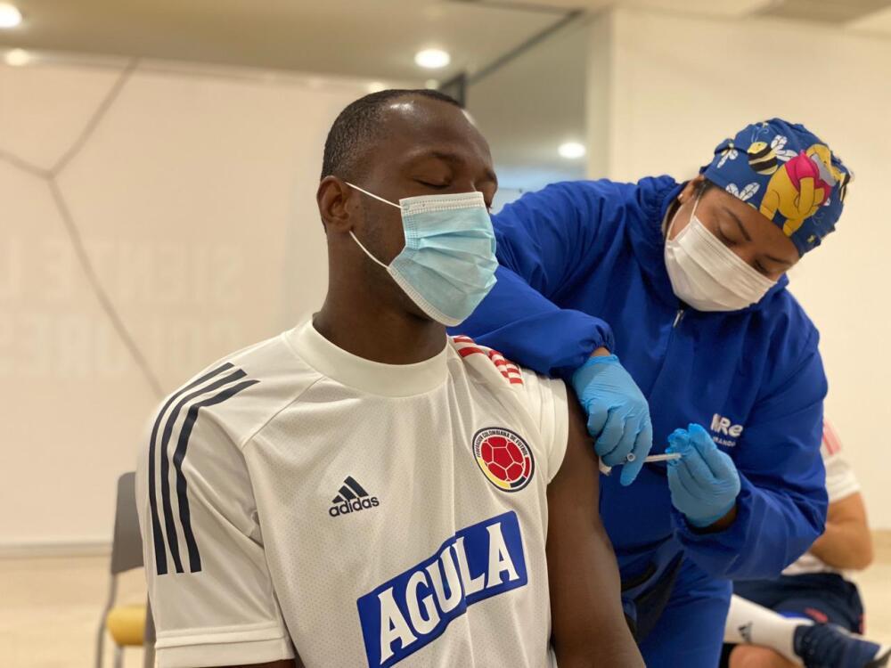 selección colombia vacunandose.jpeg