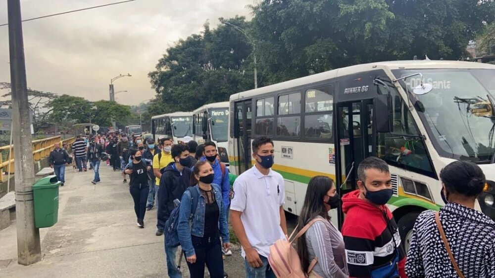 Filas Metro de Medellín.jpg