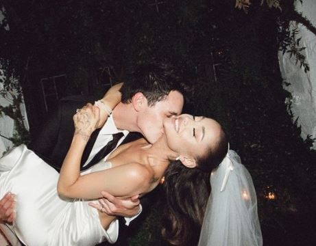 Ariana Grande se casó con Dalton Gómez.JPG