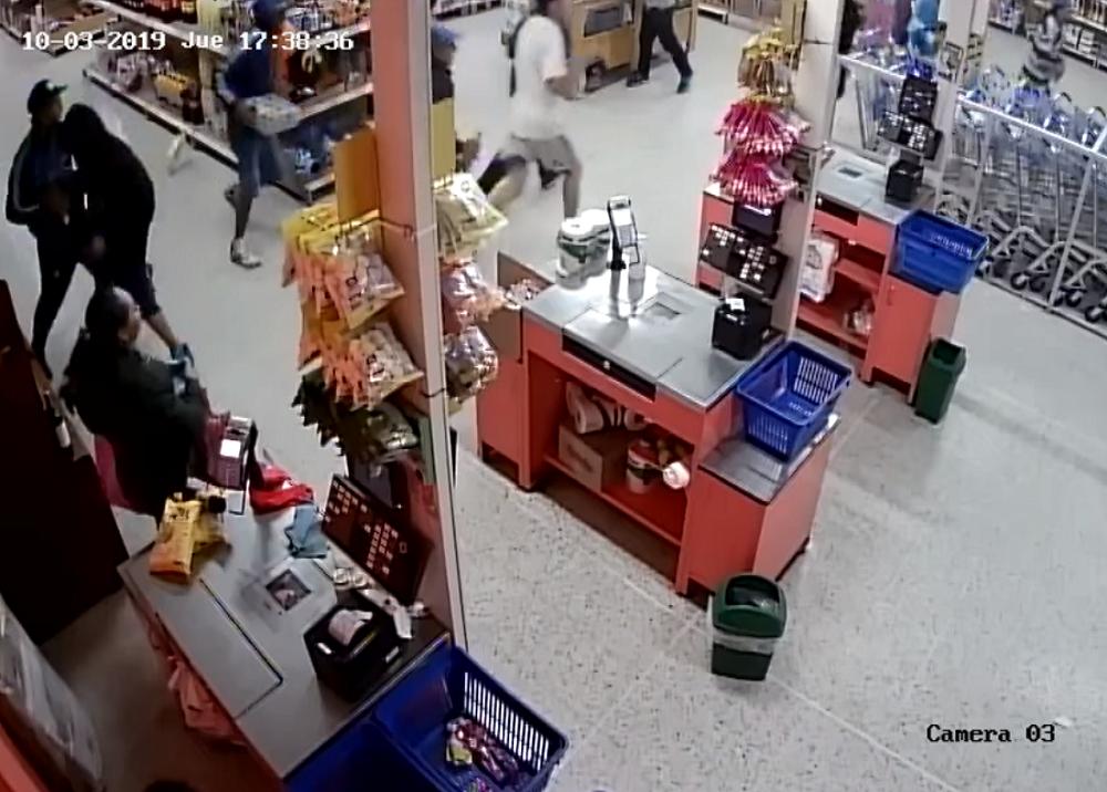 345132_BLU Radio. Hinchas de Millonarios en robo de supermercado / Foto: captura de video