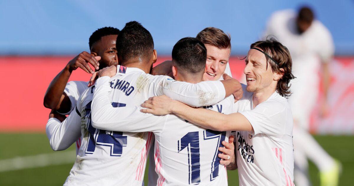 Real Madrid no pierde la pisada: venció 2-0 al Valencia y sigue al acecho de la Liga Española