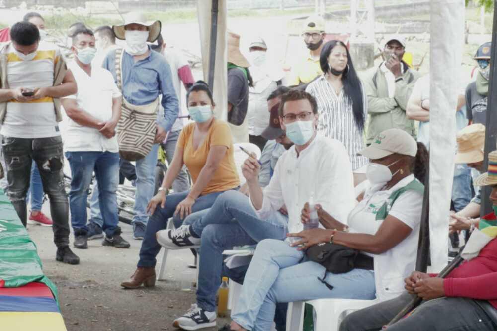 negociacion para levantar barricadas en Jamundi valle.jpeg
